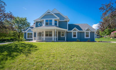 Waukesha Single Family Home For Sale: 2601 Campfire Crossing