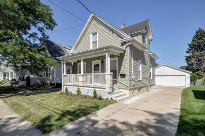 Racine Single Family Home For Sale: 617 Hayes Ave