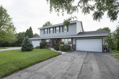 Brookfield Two Family Home For Sale: 485 Green Meadow Dr