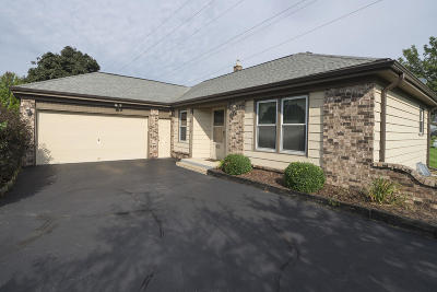 Waukesha Single Family Home For Sale: 1700 Blackhawk Trl