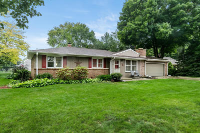 Racine Single Family Home For Sale: 4505 Apple Tree Cir