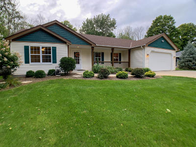 Menomonee Falls Single Family Home For Sale: W175n7503 Wilson Dr
