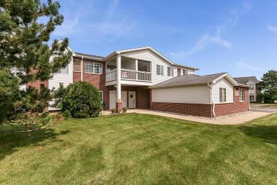 Pleasant Prairie Condo/Townhouse For Sale: 8400 Lexington Pl #11