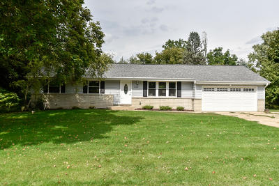 New Berlin Single Family Home For Sale: 18260 W Thornapple Ln
