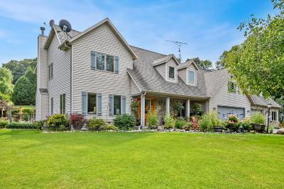 West Bend Single Family Home For Sale: 7627 Pond View Ln
