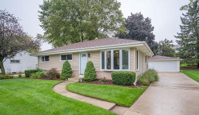 West Bend Single Family Home Active Contingent With Offer: 907 Roosevelt Dr