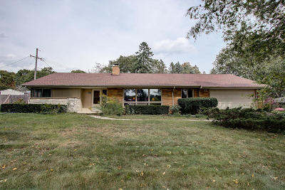 West Allis Single Family Home For Sale: 2426 S Green Links Dr