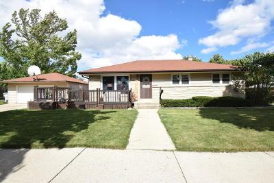 Milwaukee Single Family Home For Sale: 9400 W Elmore Ave
