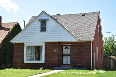 Milwaukee Single Family Home For Sale: 2307 W Olive St.