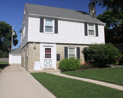 Wauwatosa Single Family Home Active Contingent With Offer: 2335 N 89th St