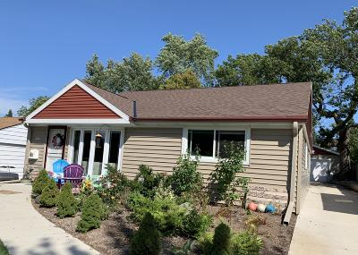 Milwaukee Single Family Home For Sale: 2726 S 51st St