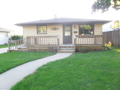 Racine Single Family Home For Sale: 2040 W Lawn Ave