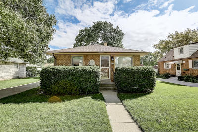 Milwaukee Single Family Home For Sale: 419 W Allerton Ave