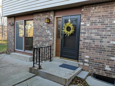 Elm Grove Condo/Townhouse For Sale: 1040 Pilgrim Pkwy