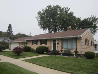 Menominee Single Family Home For Sale: 1502 32nd Ave