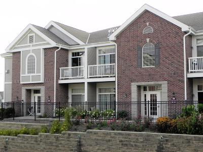 Condo/Townhouse For Sale: 1540 Roxbury Way #202