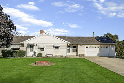West Bend Single Family Home For Sale: 6464 E Scenic Dr