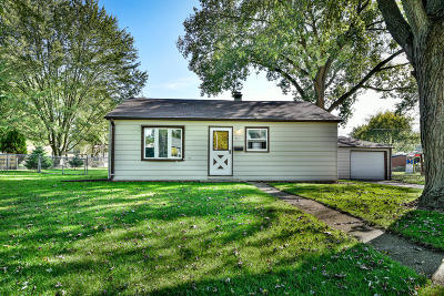 Mukwonago Single Family Home For Sale: 417 Atkinson St.