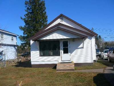 Park Falls Single Family Home Active O/C: 905 Saunders Ave