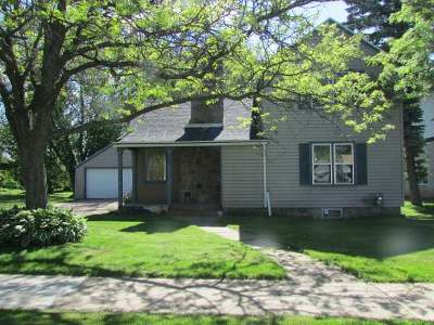 Single Family Home For Sale: 334 Field St