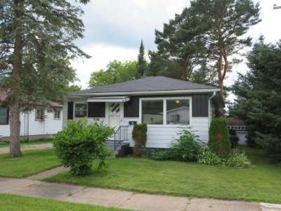 Merrill Single Family Home For Sale: 716 Superior St