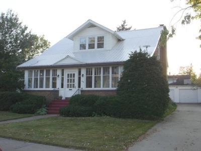 Merrill Single Family Home For Sale: 110 Prospect St N
