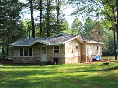 Eagle River WI Single Family Home For Sale: $184,900