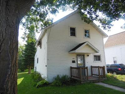 Merrill Single Family Home For Sale: 303 Foster St