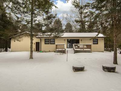 Eagle River WI Single Family Home For Sale: $275,000