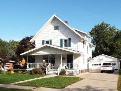 Antigo Single Family Home For Sale: 726 Badger Ave