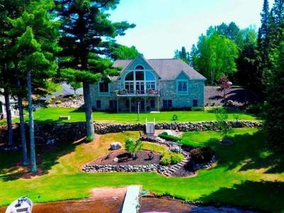 Land O Lakes Single Family Home For Sale: 7206 Bayside Ln