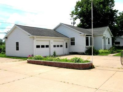Merrill Single Family Home For Sale: 2515 Main St W
