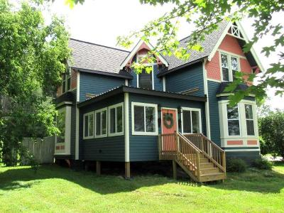 Merrill Single Family Home For Sale: 1001 E Riverside Ave