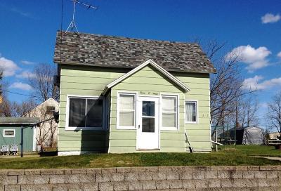 Black River Falls Single Family Home For Sale: 303 Oak Street