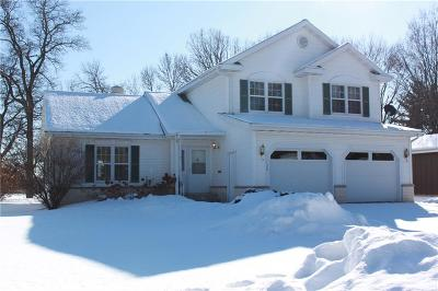Menomonie Single Family Home Active Offer: 1120 North Shore Drive