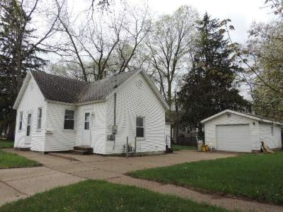 Menomonie Single Family Home For Sale: 611 10th Street