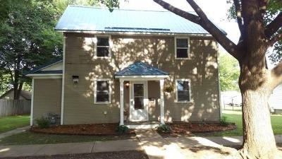 Menomonie WI Single Family Home For Sale: $135,000