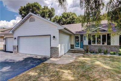 Eau Claire Single Family Home For Sale: 2043 Seclusion Drive