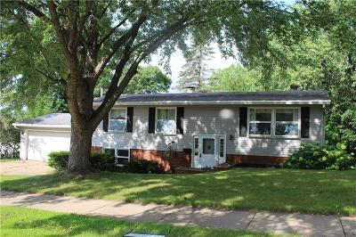 Eau Claire Single Family Home Active Offer: 1506 Nicholas Drive