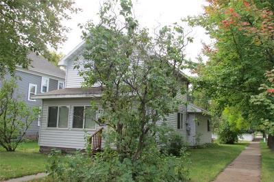 Spooner Single Family Home For Sale: 221 Oak Street