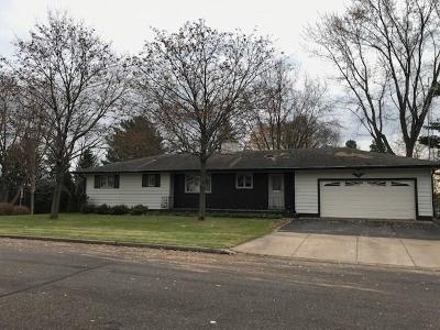 Chippewa Falls Single Family Home Active Offer: 305 Morris Street