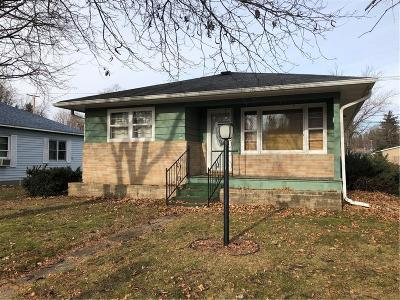 Jackson County Single Family Home For Sale: 1005 Main Street