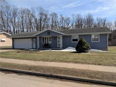 Eau Claire WI Single Family Home Active Under Contract: $154,900