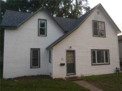 Menomonie Single Family Home For Sale: 914 E 13th Avenue