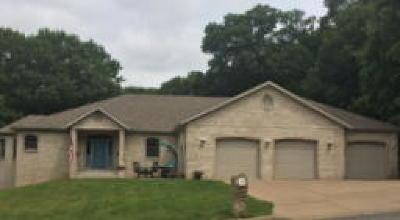 Eau Claire Single Family Home For Sale: 3324 Oakdale Court
