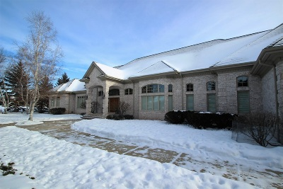 De Pere Single Family Home Active-No Offer: 2387 Lost Dauphin