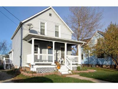 Menasha Single Family Home Active-Offer No Bump: 528 3rd
