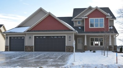 Menasha Single Family Home For Sale: 2819 Villa Way