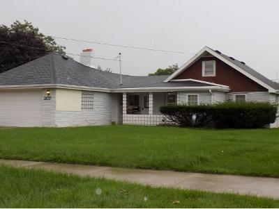 Kaukauna Single Family Home For Sale: 207 W 10th