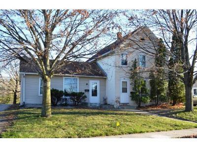 Kaukauna Multi Family Home For Sale: 702 Gertrude St